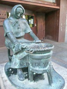 monumento a la castanera en la siudad espanola de Palencia