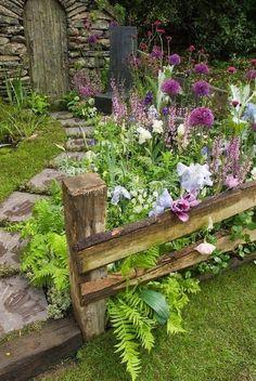 Shed diy - beautiful small cottage garden design ideas 200 n Unique Garden, Diy Garden, Shade Garden, Dream Garden, Garden Projects, Spring Garden, Winter Garden, Garden Diy On A Budget, Budget Patio