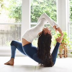 Yoga poses offer numerous benefits to anyone who performs them. There are basic yoga poses and more advanced yoga poses. Here are four advanced yoga poses to get you moving. Yoga Bewegungen, Hatha Yoga, Yoga Pilates, Yoga Flow, Pilates Poses, Namaste Yoga, Kundalini Yoga, Yoga Inspiration, Fitness Inspiration