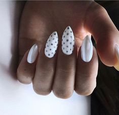 54 Flower Patterned Nails Models and Photos 2019 floral pattern nails flower pattern nails naive floral pattern floral nails designs floral nails inverness Hair And Nails, My Nails, Bridal Nails Designs, Nail Patterns, Pattern Nails, Nailed It, Motif Floral, Flower Nails, Nail Swag