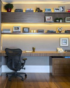 A small home office is the perfect choice if you're short on space and work from home. Check out our clever small home office design ideas. Home Office Setup, Home Office Space, Home Office Design, Home Office Furniture, Modern House Design, Office Designs, Office Workspace, Office Art, Bar Furniture