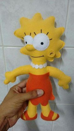 Bpneca Lisa Simpson em feltro