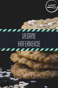 Vegane schwedische Haferkekse One of our inconspicuous favorites is the vegan Swedish oatmeal cookies. We have seen far too many recipes that have not teased out what we like so much about them: Healthy Holiday Recipes, Fall Recipes, Lemon Desserts, Holiday Desserts, Vegan Sweets, Vegan Snacks, Vegan Oatmeal Cookies, Aperol, Menu