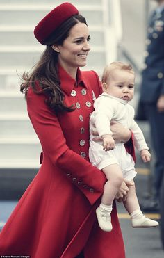 dustjacketattic:  duchess of cambridge & prince george | new zealand