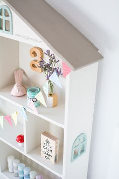 DIY · Painted Dollhouse using Autentico Chalk Paint #autenticochalkpaint #chalkpaint #facilysencillo