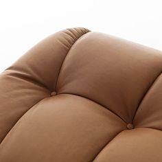 Замечательный бежевый диван