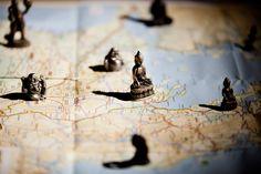 Bedrijfsfotografie landkaart boedha yogastudio niemand is een eiland. Foto door Marijke Krekels Fotografie