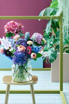 Floral Designer Is Turning NYC Trash Cans Into Giant Vases - Artist turns nyc trash cans into giant flower filled vases