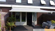 Inspiratie voor een zonnescherm! #inspiratie #zonnescherm #JVSzonwering Garage Doors, Garden, Outdoor Decor, Home Decor, Garten, Lawn And Garden, Interior Design, Gardening, Home Interior Design