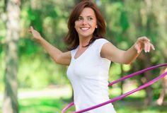 Increíbles ejercicios para hacer en tu casa con un simple aro. Tonifica la parte media y baja de tu cuerpo al igual que tus brazos con tan solo unos minutos