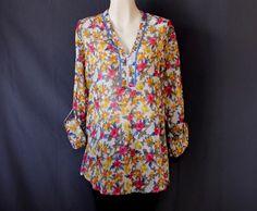 Una linda #blusa #floreada para un día relajado.
