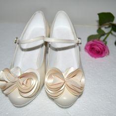 Svadobné lodičky kožené ivory farba nízky opatok, svatební boty ivory nízky podpatek, wedding shoes ivory colour 5 cm heels Retro, Wedding, Shoes, Fashion, Valentines Day Weddings, Moda, Zapatos, Shoes Outlet, Fashion Styles
