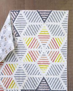 Sparkler Astra Quilt Free Pattern designed by Live art gallery fabrics, featuring Sparkler Collection Scrap Quilt Patterns, Modern Quilt Patterns, Quilt Square Patterns, Quilt Modern, Modern Quilting, Contemporary Quilts, Quilting Projects, Quilting Designs, Sewing Projects