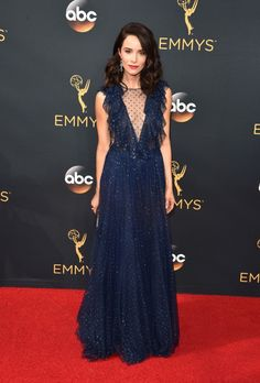 2016 Emmys: Abigail Spencer in a plunging navy-blue gown by Jenny Packham with a ruffle detail paired with a Judith Leiber clutch and Irene Neuworth jewels Red Carpet Dresses 2016, Blue Dresses, Celebrity Red Carpet, Celebrity Style, Celebrity Outfits, Celebrity News, Emmys Best Dressed, Navy Blue Gown, Abigail Spencer