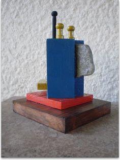 """Lítico I"" Escultura/Assemblage Ensamble Constructivo Policromado Autor: Raúl Pérez Fernández (Delta El Tigre - dpto. de San José/Uruguay)"