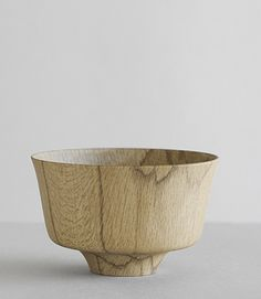 kashiwan bowl: beautiful hand turned bowl in natural oak by Kihachi studio in the Yamanaka region of Japan.
