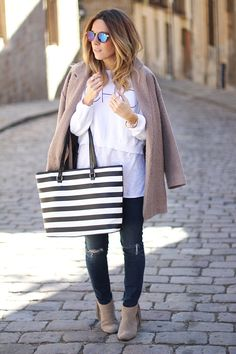 NAVY STYLE IN WINTER   CASUAL CHIC - Mes Voyages à Paris Ripped jeans Spanish fashion blogger Monica Sors Street Style Barcelona Mirror sunnies