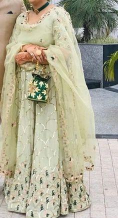 Party Wear Indian Dresses, Pakistani Formal Dresses, Designer Party Wear Dresses, Indian Bridal Outfits, Kurti Designs Party Wear, Indian Fashion Dresses, Dress Indian Style, Indian Designer Outfits, Bridal Dresses