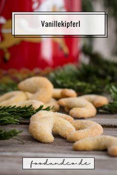 Plätzchen Klassiker für Weihnachten: meine Vanillekipferl sind mürbe und schmecken intensiv vanillig durch die echte Bourbon Vanille im Teig. #xmas #christmas #weihnachten #plätzchen #backen Bourbon Vanille, World Recipes, Foodblogger, Easy Peasy, Delish, Bakery, Clean Eating, Good Food, Germany
