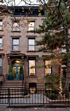 Brooklyn Brownstone --reminds me of going to Clinton Hill for school everyday. :)