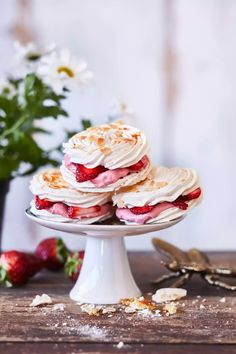 Sweet Desserts, Sweet Recipes, Gourmet Recipes, Dessert Recipes, Gourmet Foods, Meringue Cake, Meringue Food, Ice Cream Pies, Just Eat It