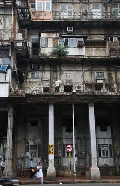 Old tenement housing in Bombay India Architecture, Ancient Architecture, Kowloon Walled City, Bombay, Landscape Concept, Art Deco Buildings, Historical Monuments, Slums, Incredible India