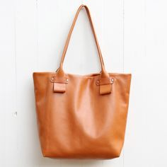 Emma leather tote in honey