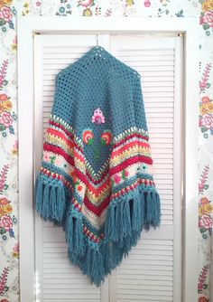 Inspiration for a blanket. Gorgeous colours and design. Retro european design. Love the flowers and fringe!{Muka - www.ambela.nl}