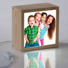 ❤️¿Quien quiere y cuida a nuestros hijos tanto como nosotros ? Los super abuelos  Sorpréndelos con una caja de luz como esta con la foto de sus nietos y hazlos felices . Se lo merecen