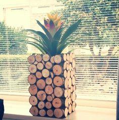 Boomstamschijfjes op bloempot plakken  tree slices flower nature design by Hieke Treetrunk