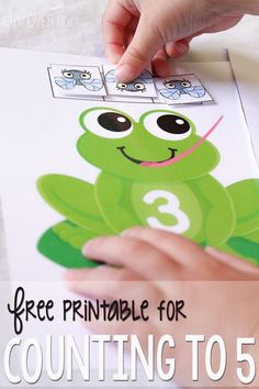 Frogs Flies Learning How to Counting to 5 FREE Printable Life Over Cs for This Reading Mama Frogs Preschool, Numbers Preschool, Math Numbers, Learning Numbers, Preschool Printables, Preschool Learning, Kindergarten Math, Preschool Crafts, Teaching