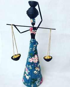 African Dolls, African Art, Newspaper Art, African Crafts, Paper Mache Sculpture, Paper People, Paper Quilling, Paper Dolls, Wind Chimes