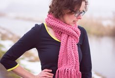 Tunische sjaal haken - Wolplein.nl   Alles voor breien en haken! Tunisian Crochet, Shawl, Knitting, Dresses, Crochet Ideas, Fashion, Cute Blouses, Scarf Crochet, Men And Women