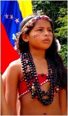 Hermosa pequeña de la etnia Warao,  Delta Amacuro, Venezuela!