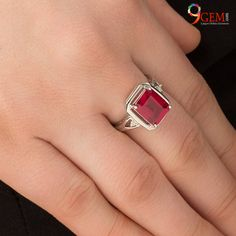 At experts craft your Ruby Stone rings. Check out the Gold, platinum ruby rings collections for men and women. Gems Jewelry, Stone Jewelry, Jewellery, Stone Ring Design, Buy Gemstones, Gold Jewelry Simple, Ruby Stone, Classic Elegance, Rings Online