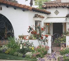 SoCal and low-pitched red tile roof, arches, grillwork, and a stucco or adobe exterior. U-shape floor plan around central courtyard and fountain. Spanish Colonial Homes, Spanish Style Homes, Spanish House, Spanish Tile, Spanish Revival, Style At Home, Spanish Architecture, Mediterranean Style Homes, Hacienda Style