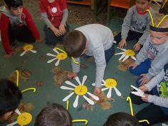 nipchorass blog ΝΗΠΙΑΓΩΓΕΙΟ ΧΩΡΑΣ- ΣΑΜΟΥ Παιχνίδι σε ομάδες «Η κυψέλη με τις μέλισσες» Bee Crafts, Preschool, Kids Rugs, Bees, Home Decor, Spring, Kids, Decoration Home, Kid Friendly Rugs