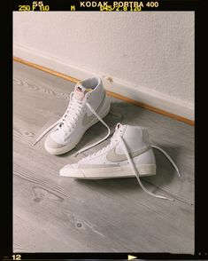 A timeless silhouette - the Nike Blazer was released back in As time goes by the Blazer became a true classic. With this iconic style you can't go wrong. Vintage Sneakers, Retro Sneakers, Vintage Shoes, Moda Sneakers, Sneakers Mode, Sneakers Fashion, Converse Sneakers, Fashion Shoes, Tenis Nike Air