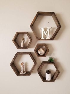 Honeycomb Hexagon Shelves Wall Decor Set of five Honeycomb Hexagon Rustic Wood Shelves. These are the perfect addition to any room in your house, for a cozy feel! Cute Room Decor, Nursery Wall Decor, Diy Wall Decor, Honeycomb Shelves, Hexagon Shelves, Living Room Decor On A Budget, Wall Ornaments, Wood Shelves, Cool Walls