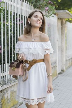 FLOWY DRESS: ABITO BIANCO CON INSERTI ALL'UNCINETTO #whitedress #summer #outfit #offtheshoulder #white #fashionblogger #fashion
