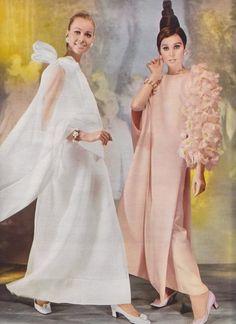 Christian Dior P/E Photo Frédéric Scheibe. Vintage Dior, Christian Dior Vintage, Vintage Couture, Mode Vintage, Vintage Vogue, Vintage Glamour, Vintage Dresses, Vintage Outfits, Unique Vintage
