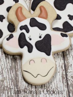 Tami Renā's Cookies: How to Decorate a Cow Cookie