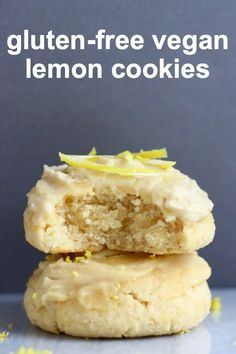 These Gluten-Free Vegan Lemon Cookies are soft and chewy, slightly fluffy and perfectly tangy. They're covered in a lemon frosting too! Brownie Sans Gluten, Muffins Sans Gluten, Pizza Sans Gluten, Dessert Sans Gluten, Gluten Free Sugar Cookies, Easy Gluten Free Desserts, Gluten Free Sides Dishes, Gluten Free Appetizers, Sugar Free Desserts