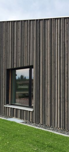 Wooden facade with differently sized, pre-gray spruce wood .Wooden facade with differently sized, pre-gray spruce wood strips emphasize the vertical. Example from the Allgäu, summer WHAT IS ROOF CLADDING? Wooden Cladding Exterior, Roof Cladding, Larch Cladding, House Cladding, Wooden Facade, Wall Cladding, Timber Architecture, Architecture Details, Stone Facade