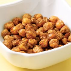 """Snacks to Pack Spiced Chickpea """"Nuts"""" When roasted in a hot oven, chickpeas become super crunchy. They're a great low-fat substitute for nuts when salty cravings hit Chickpea Recipes Easy, Vegetarian Recipes, Healthy Recipes, Chickpea Snacks, Chickpea Salad, 100 Calorie Snacks, Healthy Snacks, Healthy Eating, Diet Snacks"""