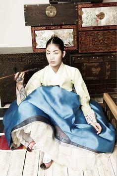 Korean Fashion – How to Dress up Korean Style – Designer Fashion Tips Korean Traditional Clothes, Traditional Fashion, Traditional Dresses, Vogue Korea, Korean Dress, Korean Outfits, Korean Clothes, Korea Fashion, Asian Fashion