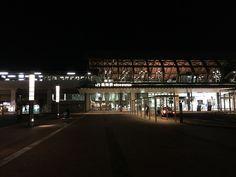 3月2日(高知旅1日目) 夜 - 高知駅  改装されたのは知っていましたが、想像以上にオシャレに変身していて驚きました。