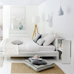 15 headboards with storage to counter the mess in the bedroom Small Space Bedroom, Small Spaces, Living Room Essentials, Platform Bed, Home Organization, Home Furniture, Bedroom Decor, Interior Design, Home Decor