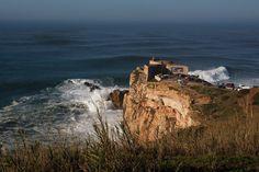 Big Wave Surfing: Verrückt nach den Riesenwellen von Nazaré - via Suddeutsche Zeitung 19-12-2016 | Profi Garrett McNamara surfte hier die höchste Welle. Nun messen sich in Portugal die Big-Wave-Surfer - sie sind selbst zur Attraktion geworden.
