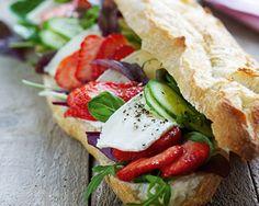 Baguette med jordbær og brie